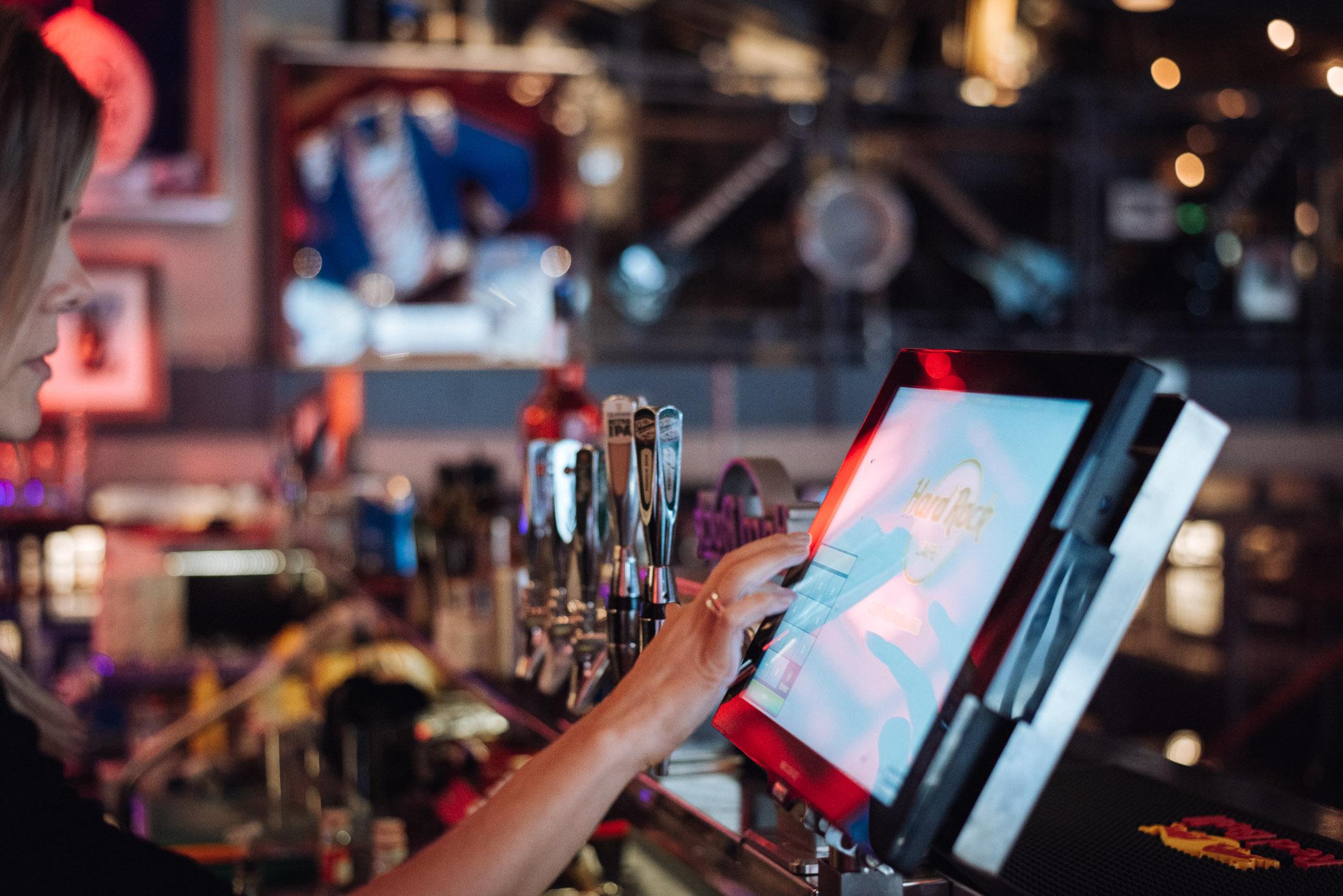 Kassesystemer til restauranter, barer og kaféer samt barautomatisering